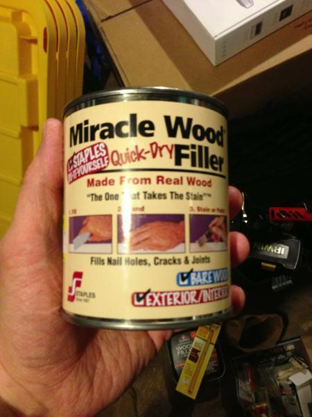 sản phẩm phụ gỗ trong một lon nhỏ
