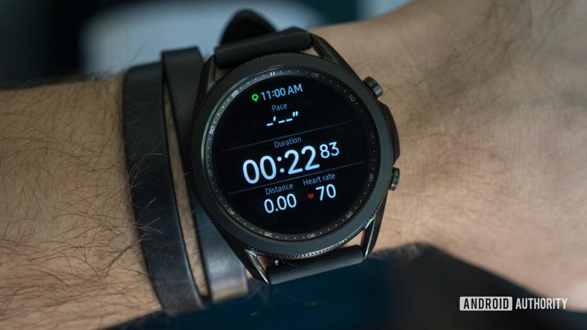 đánh giá samsung galaxy watch 3 đang chạy tập luyện