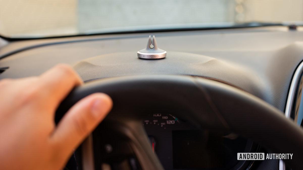 Đánh giá giá đỡ lỗ thông hơi xe hơi từ tính Logitech Plus Trip 3