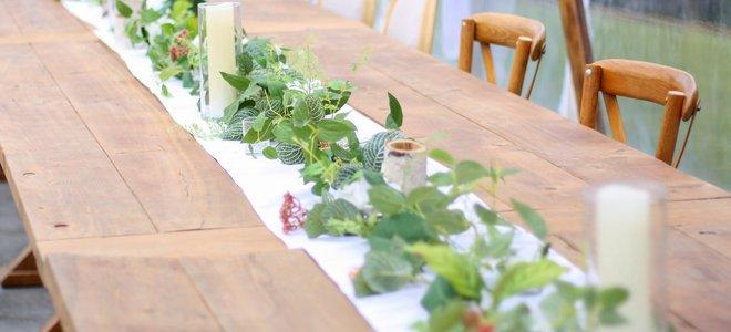 vòng hoa đơn giản màu xanh lá cây trang trí bàn