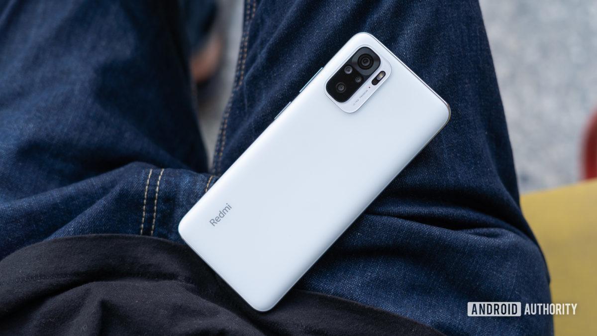 Hình ảnh dẫn đầu đánh giá Redmi Note 10 của điện thoại