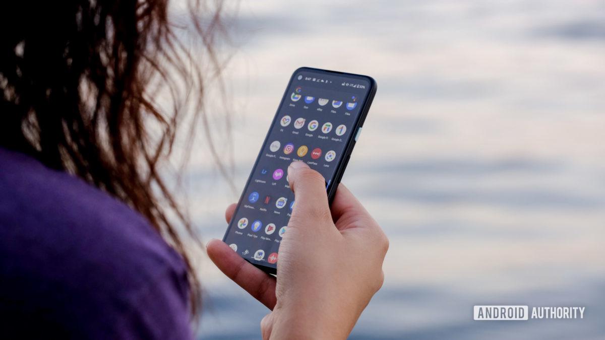 Google Pixel 4a sử dụng trên màn hình 1