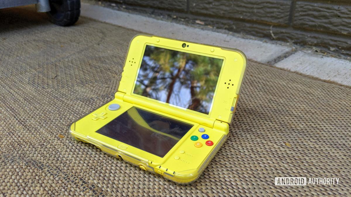 Nintendo 3DS XL mới bên ngoài - một trong những bảng điều khiển cầm tay tốt nhất