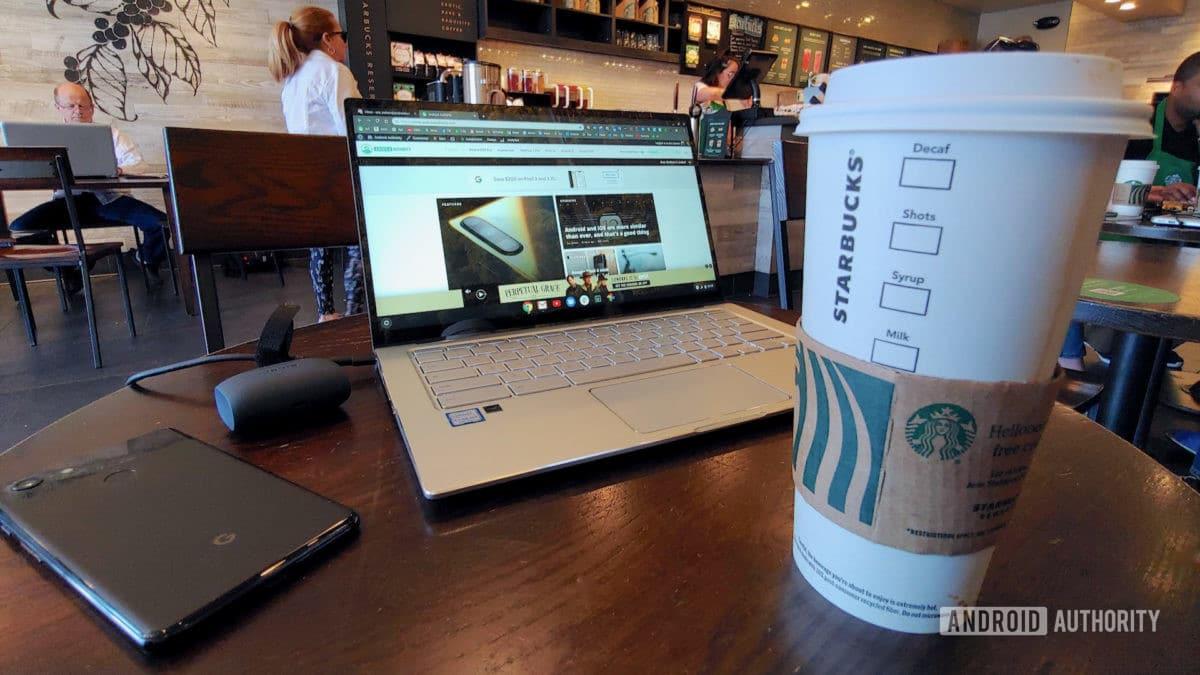 Asus Chromebook Flip C434 với cà phê