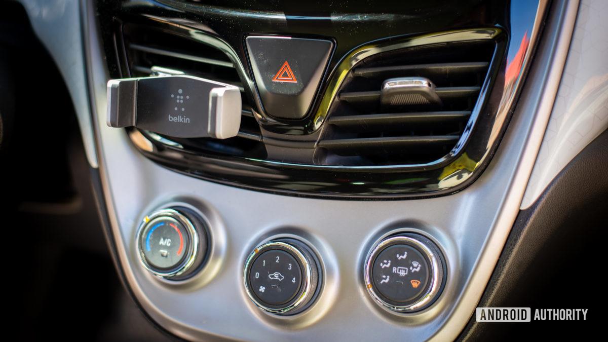 Đánh giá Belkin Universal Car Vent Mount 2