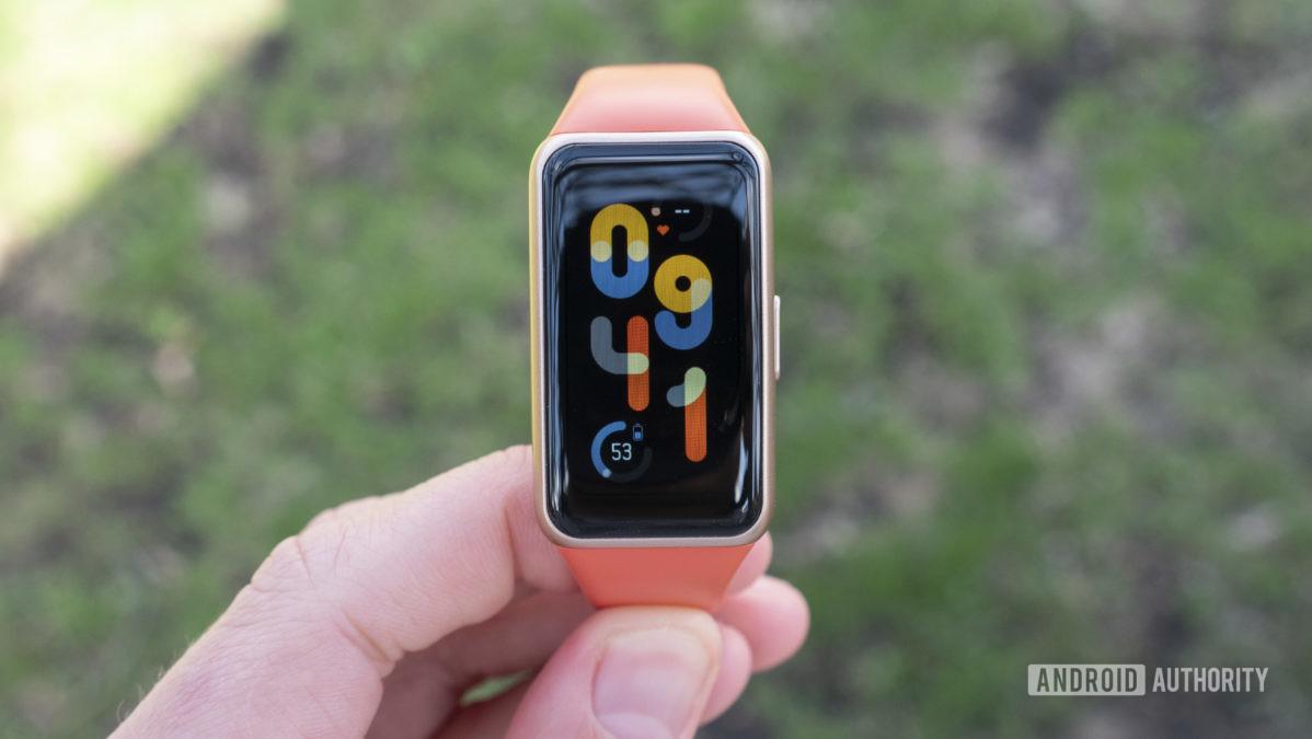 Đánh giá mặt đồng hồ Huawei Band 6 trên tay