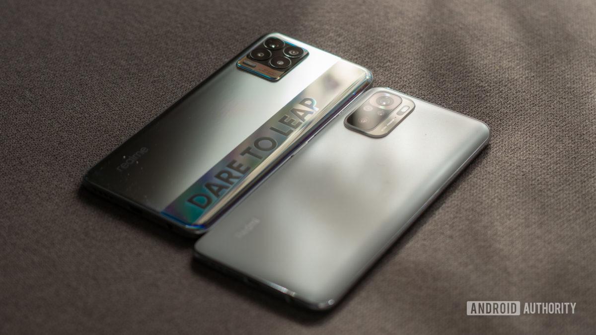Cấu hình và nút bên của Realme 8 so với Redmi Note 10