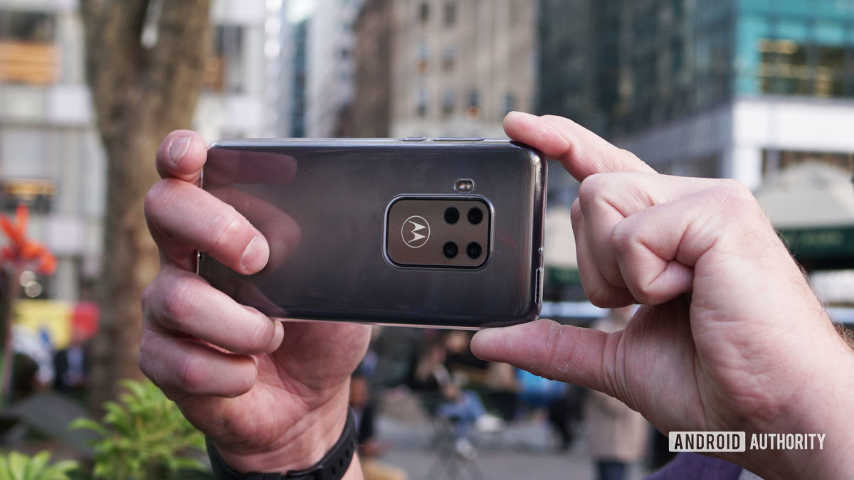 Motorola Moto One Zoom chụp ảnh mặt trước