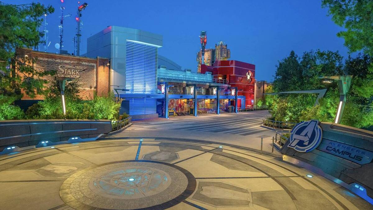 Một quảng trường tại Khuôn viên Avengers.