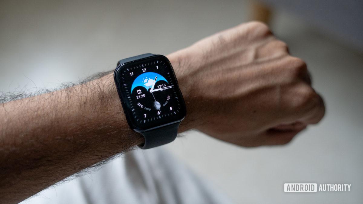 Đồng hồ Oppo trên cổ tay