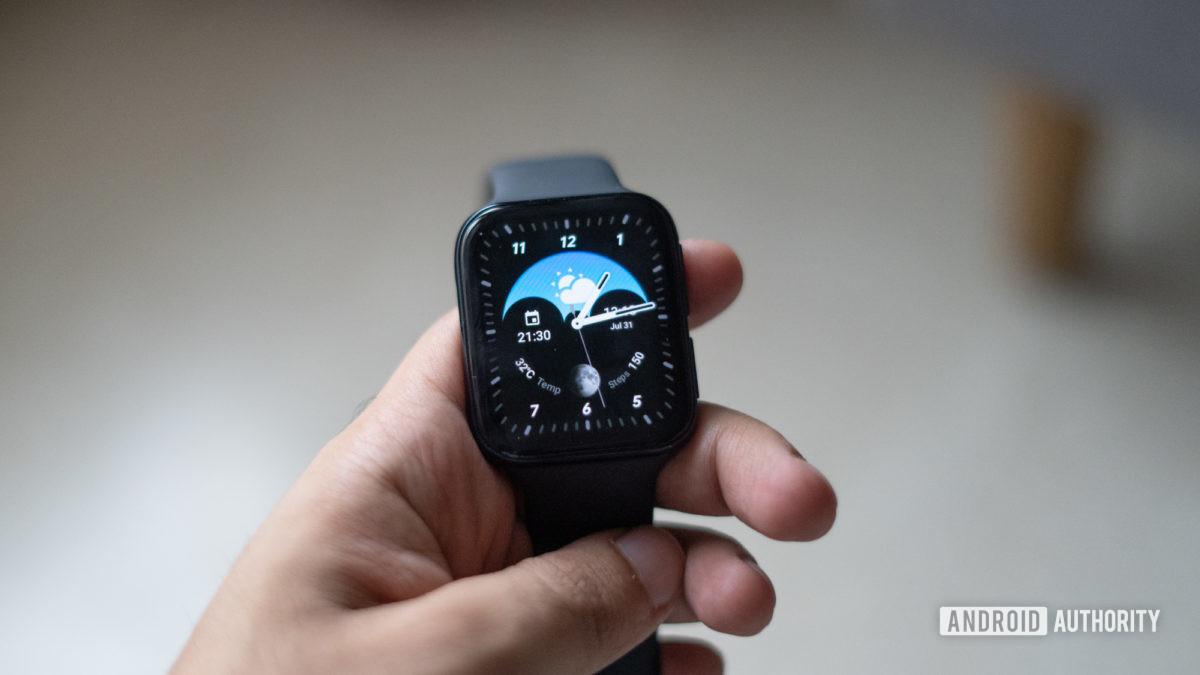 Đồng hồ Oppo trên tay