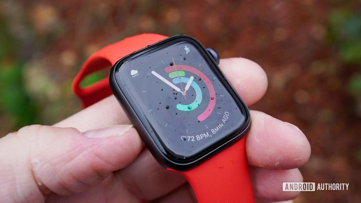 Apple Watch SE bên trái hồ sơ