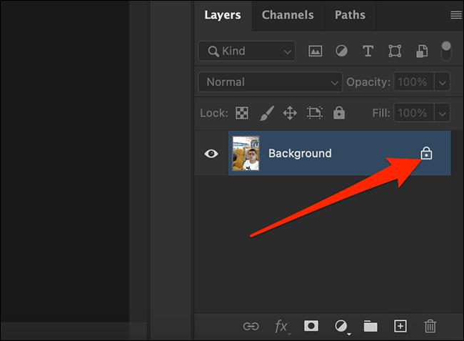 Nhấp vào biểu tượng ổ khóa trong bảng điều khiển Lớp trên cửa sổ Photoshop