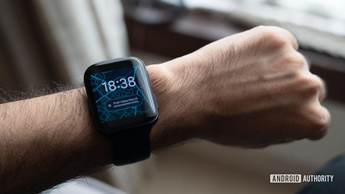 Hình ảnh dây đeo đồng hồ Oppo trên cổ tay