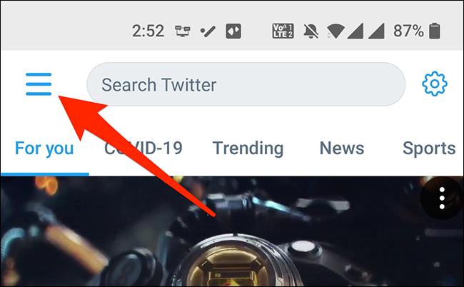 Mở menu ứng dụng trong ứng dụng di động của Twitter.
