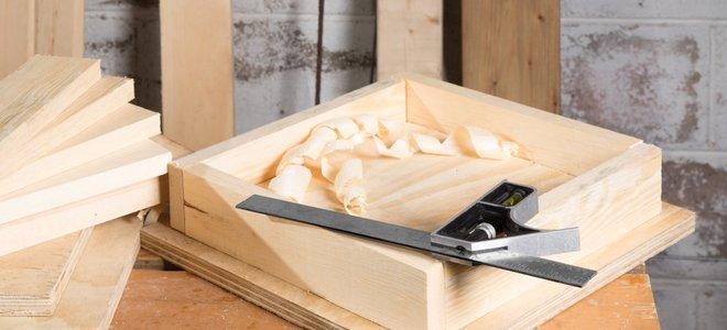 đồ nội thất khối lập phương bằng gỗ đang được xây dựng với một công cụ góc