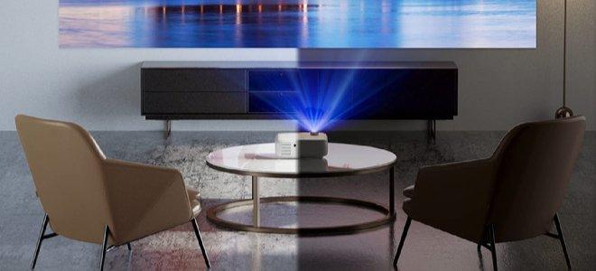 máy chiếu trên bàn với ghế