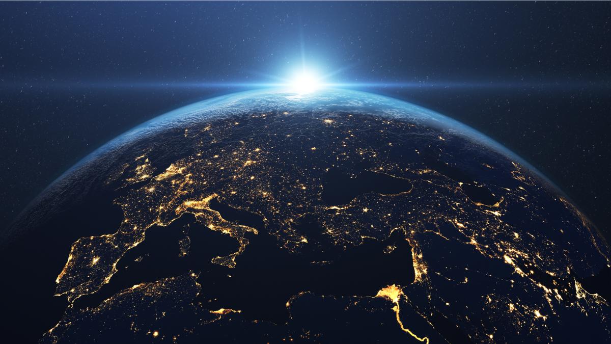 Bình minh tuyệt đẹp trên Trái đất nhìn từ không gian