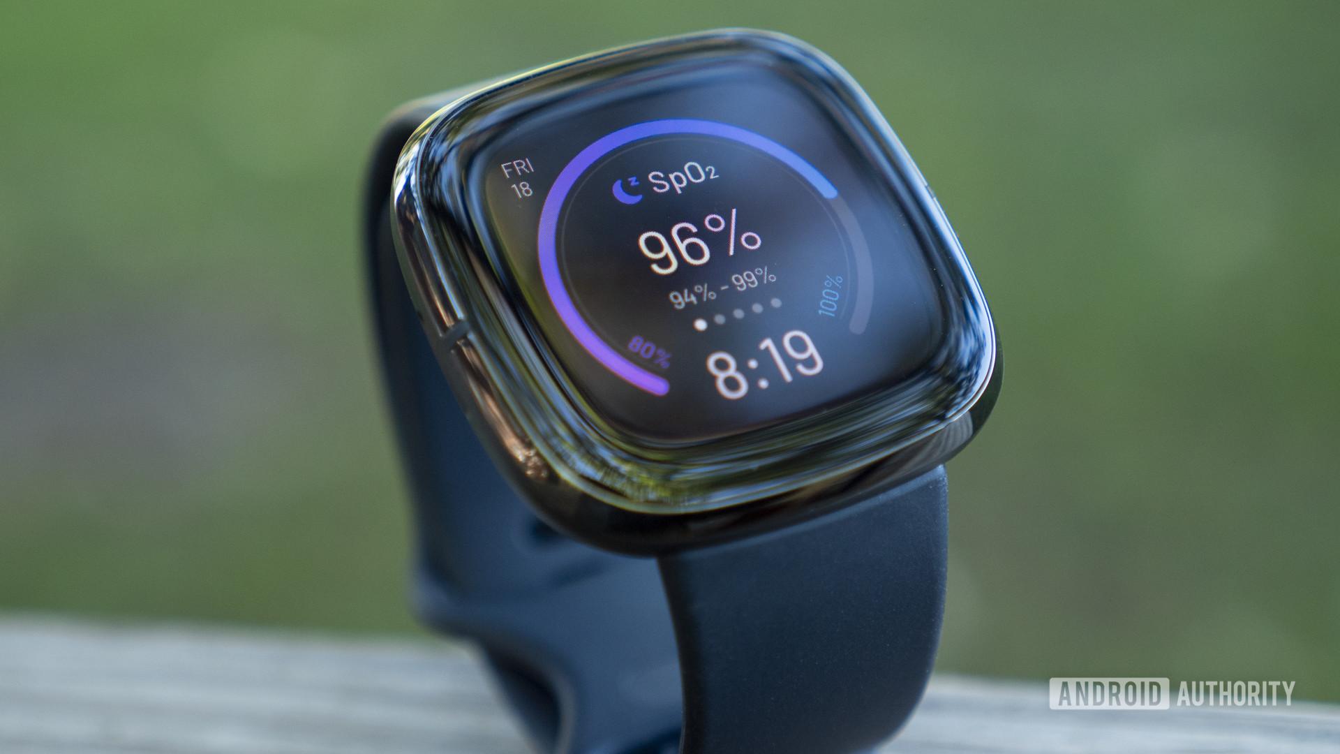 fitbit sense review thiết kế hiển thị mặt đồng hồ 1