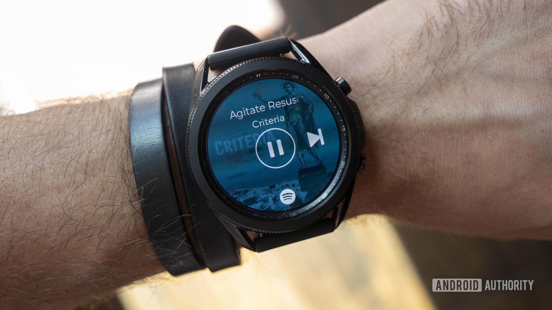 Đánh giá samsung galaxy watch 3 trên ứng dụng nghe nhạc Spotify cổ tay