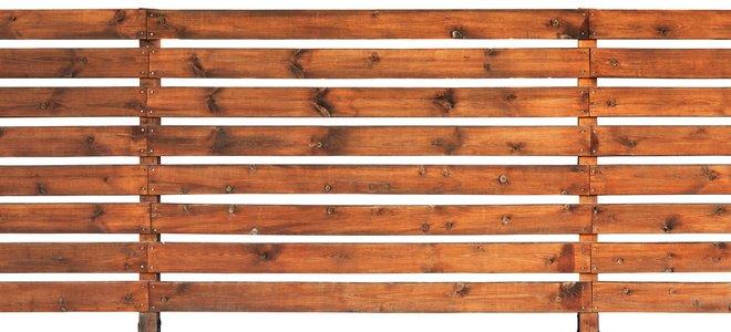 hàng rào thanh ngang bằng gỗ vàng
