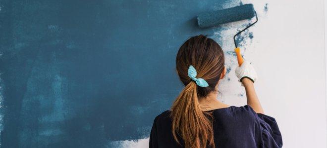 người vẽ tường bằng con lăn
