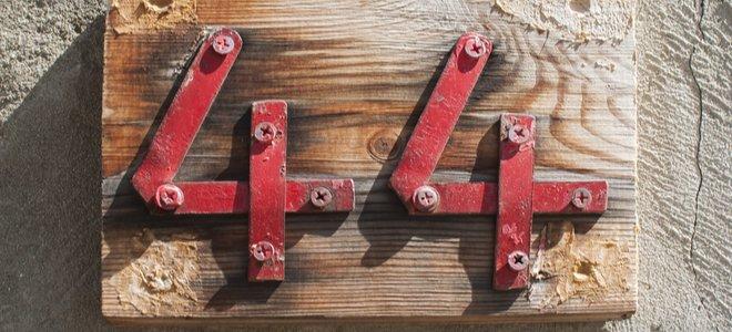 kim loại số 44 bảng địa chỉ trên gỗ