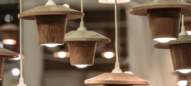 bóng đèn treo trong đồ đạc tự nhiên