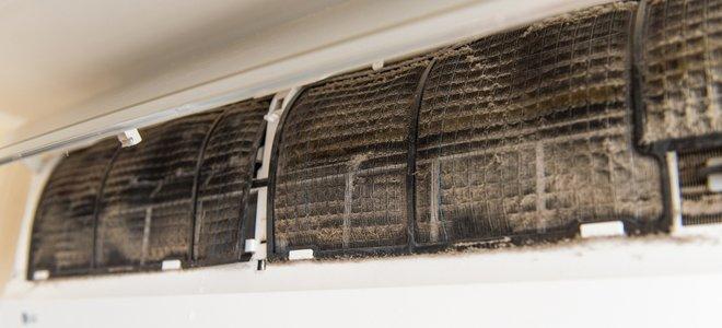 bộ lọc bẩn trên máy điều hòa không khí tách rời