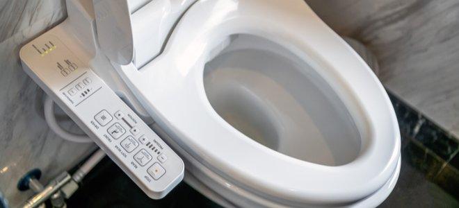 toilet thông minh với bảng điều khiển