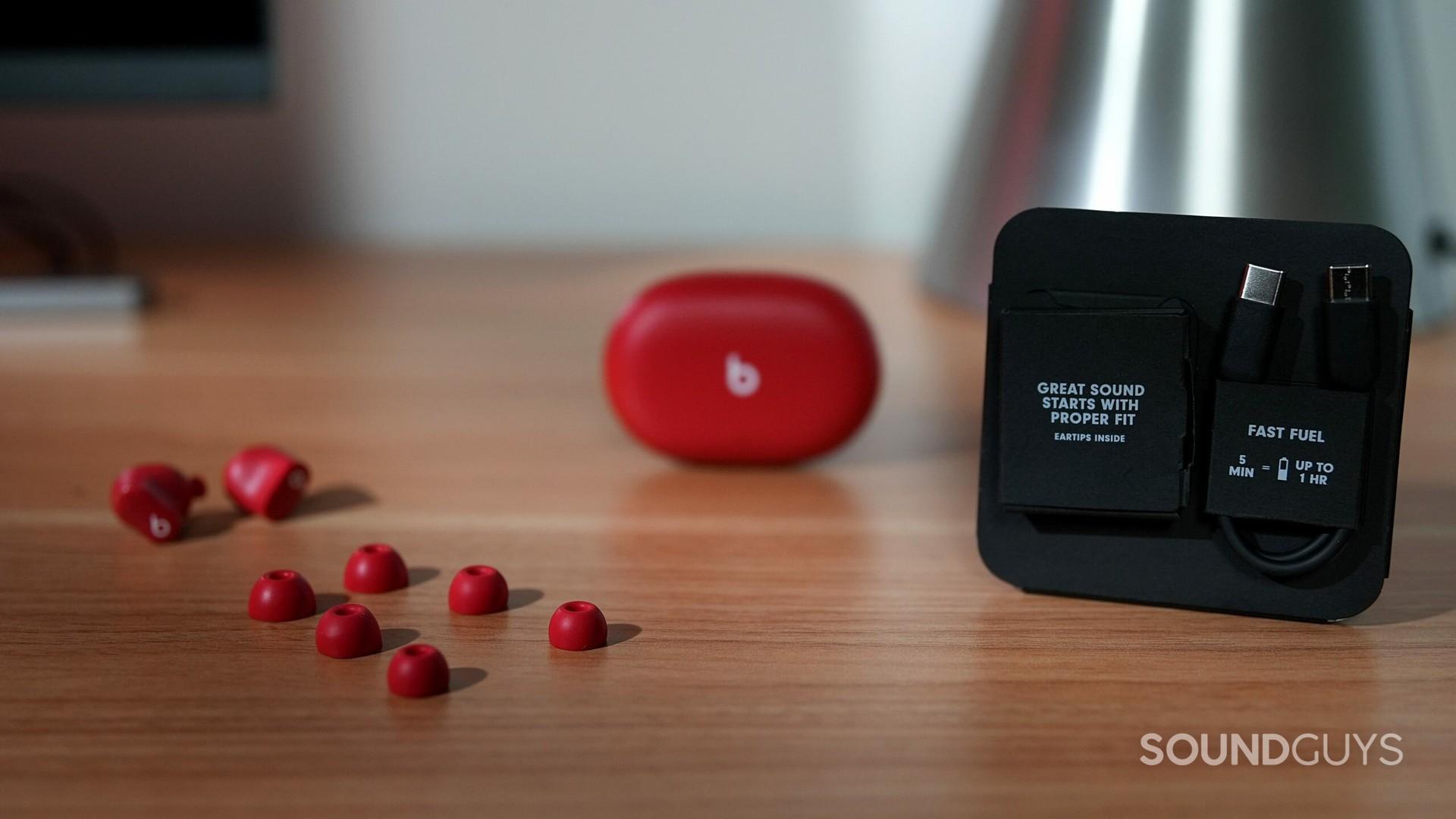 Beats Studio Buds loại bỏ tiếng ồn của tai nghe không dây thực sự và bao bì.